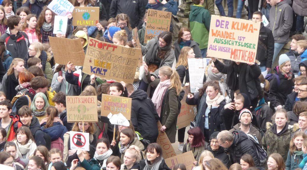 Klima-Demo vor dem Potsdamer Landtag